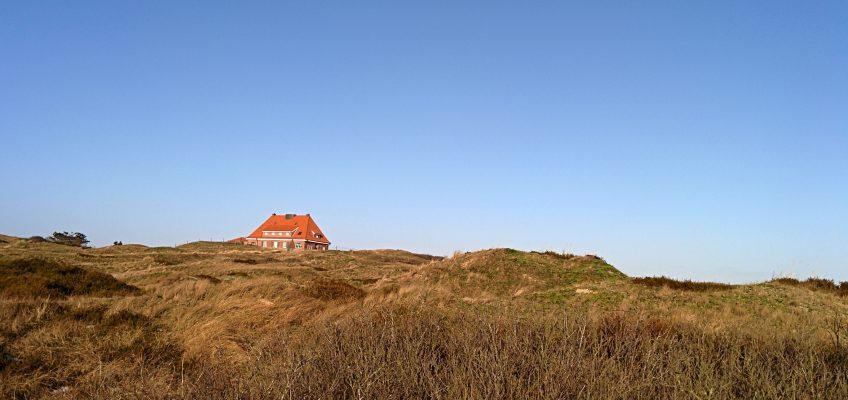 Spiekeroog,  Haus auf den Dünen