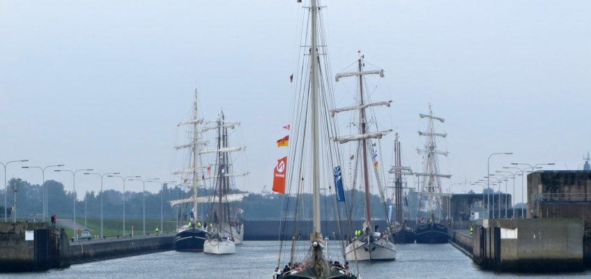 Jade Weser Port Cup 2012, Auslaufen aus der Schleuse