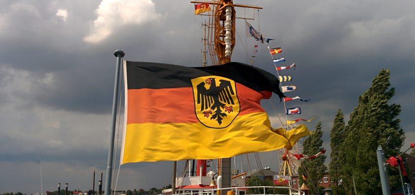 Wochenende an der Jade 2014, Flagge auf Fregatte 122