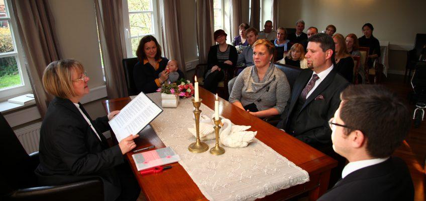 Hochzeitszeremonie im Ratssaal des Spiekerooger Rathauses